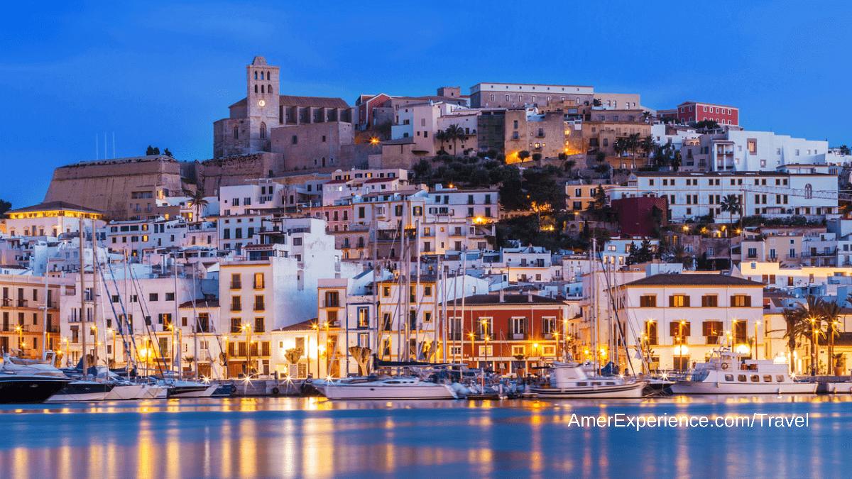 Ibiza: cinco chiringuitos y beach clubs en los que disfrutar del atardecer (y comer muy bien)
