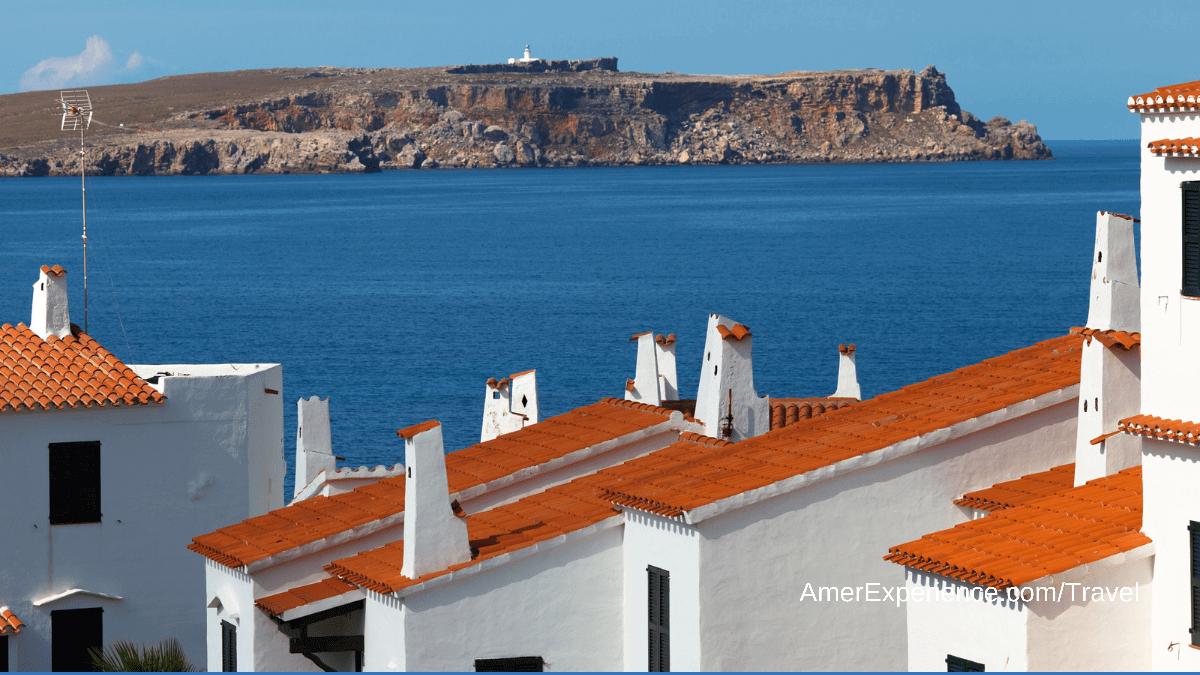 Menorca: el palacio del siglo XVI donde puedes dormir y al que no le falta un hamman dentro de una cueva