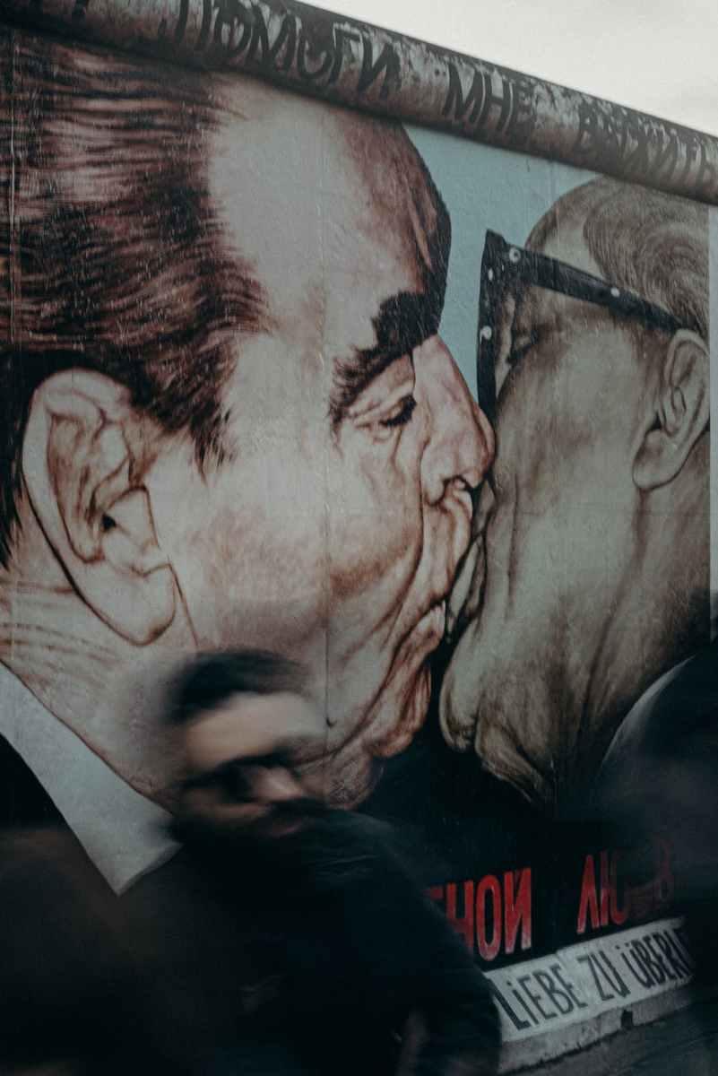 man and woman kissing illustration